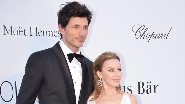 Andrés Velencoso y Kylie Minogue hacen vida por separado