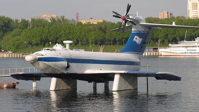 El Ekranoplano A-90 Orlyonok, fabricado en 1982, podía alcanzar los 300 metros de alto