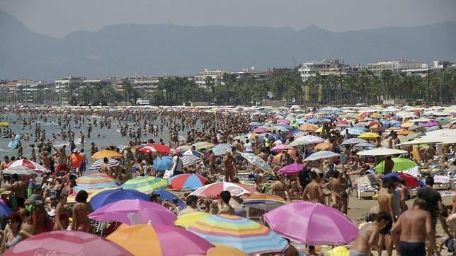 Los hongos no se suelen contagiar en playas y piscinas for Piscina hongos genitales