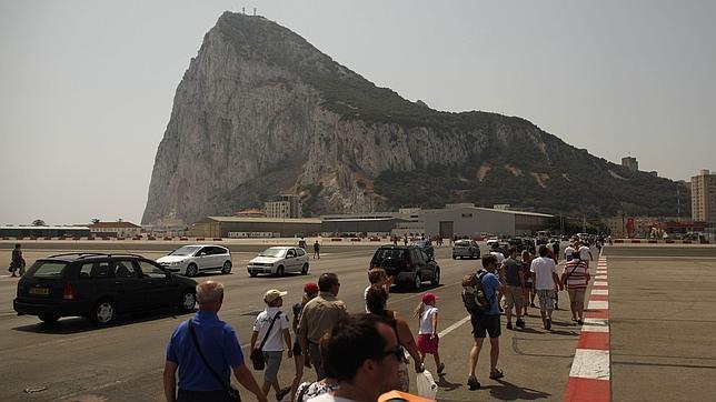 Malestar en Londres por los avisos de Margallo sobre Gibraltar en ABC