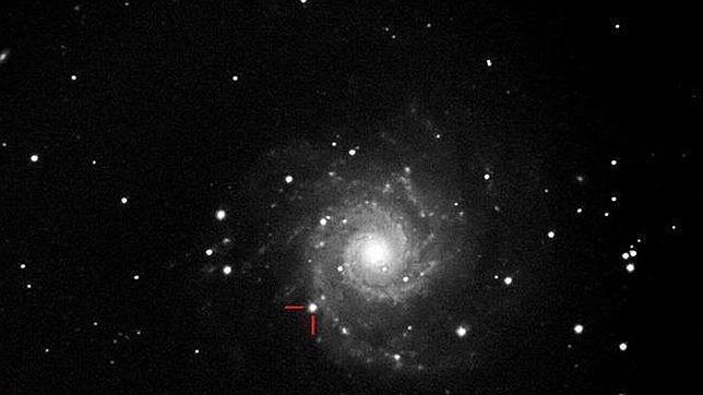 Una gigantesca explosión en la galaxia M-74