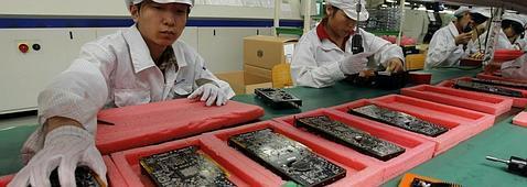 Trabajadores en la planta Apple de Foxconn
