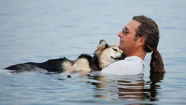 Hacen un vídeo homenaje a la amistad entre un perro y un humano