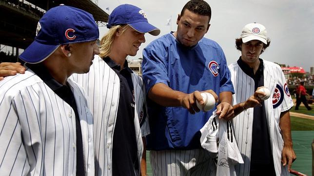 Roberto Carlos, Guti y Raúl, durante una visita a los Chicago Cubs en 2005