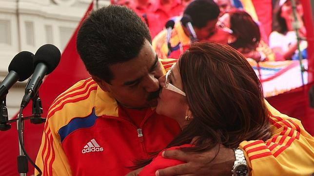 Maduro pide ayuda electoral a la farándula venezolana