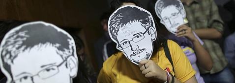 Usuarios con máscaras de Snowden