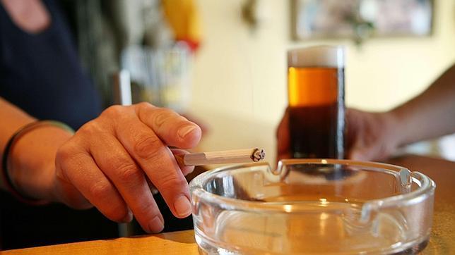 El problema del alcoholismo de cerveza a los adolescentes