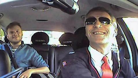 El primer ministro noruego se disfrazó de taxista para conocer mejor la opinión de los ciudadanos