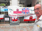 Un miembro de la plataforma nacionalista «Defenders of Gibraltar»