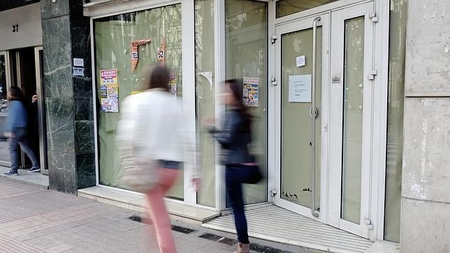 Los bancos no esquivan la crisis pierden sucursales desde 2008 - Banco sabadell oficina central ...