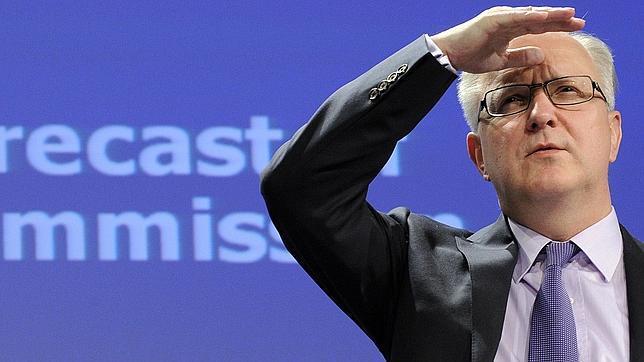 Rehn pide a España una bajada de sueldos en línea con lo propuesto por el FMI