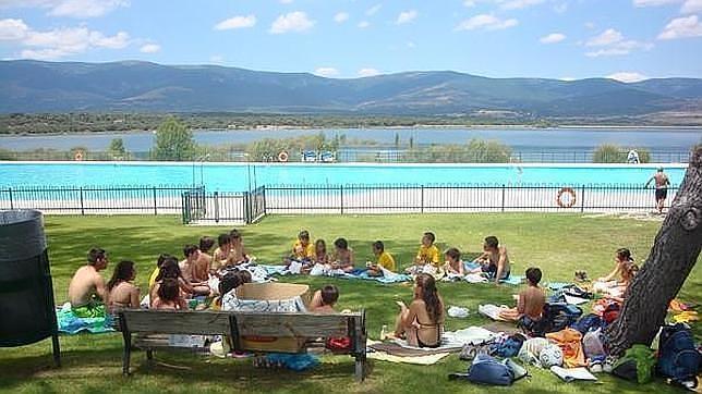 Diez planes para el puente de agosto si te quedas en madrid for Restaurantes con piscina en la sierra de madrid