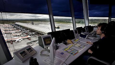 Torre de control del aeropuerto de Barajas, en Madrid