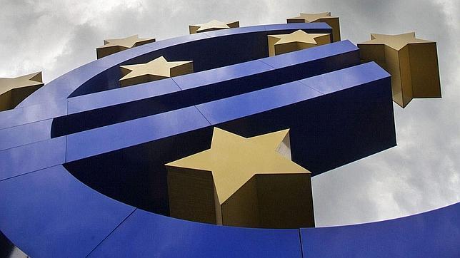 La Eurozona crece un 0,3% y sale de la recesión impulsada por Francia y Alemania