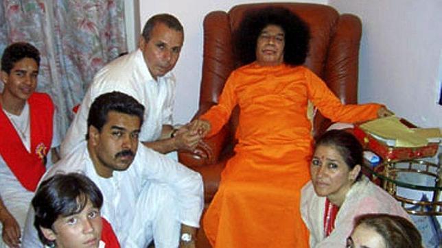 Fetichista, supersticiosa y violenta: así es la «espiritualidad» de Nicolás Maduro