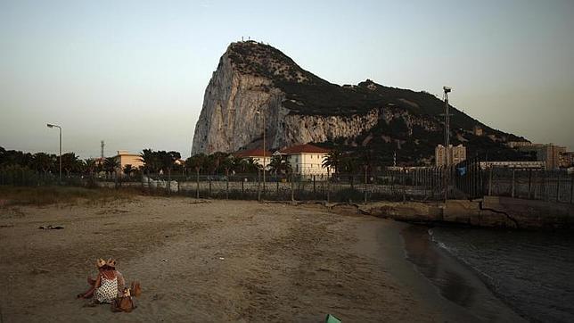 Los pescadores de La Línea, convocados el domingo a retirar los bloques de hormigón depositados por Gibraltar
