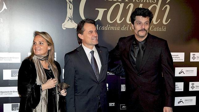 Joel Joan, junto a Artur Mas y su esposa en la gala de los premios Gaudí de 2011