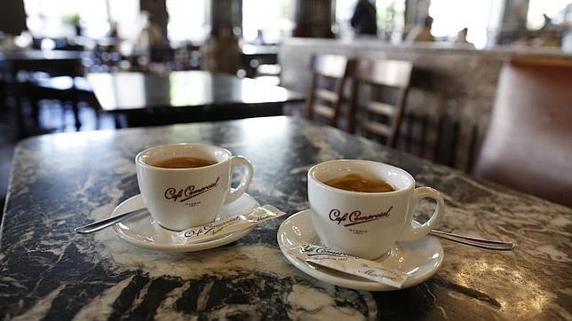 Los riesgos para la salud de beber más de cuatro cafés al día