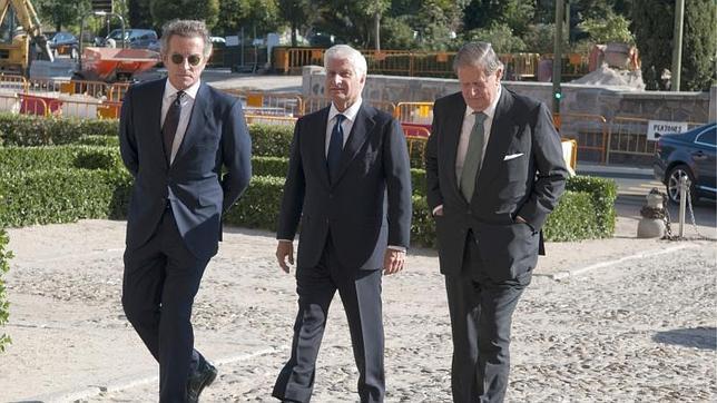 Alfonso Díez, Carlos Fitz-James Stuart, duque de Huéscar, y Fernando Falcó