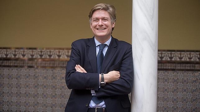 López-Istúriz (PPE): «La tasa que estudia implantar España existe en Londres y otros lugares europeos»
