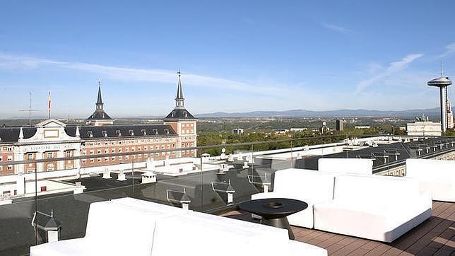 Diez terrazas para disfrutar el verano desde las alturas for Terrazas de verano madrid