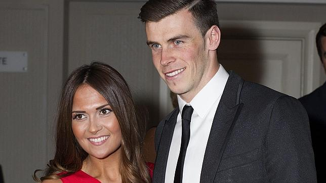 Gareth Bale junto a Emma Rhys-Jones