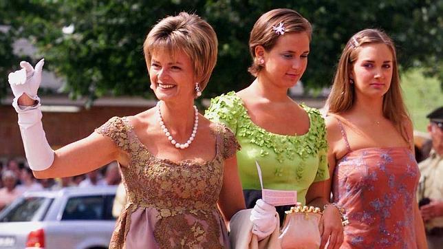 Las Princesas Elizabeth y Marie Therese von Thurn and Taxis junto a su madre la Princesa Gloria