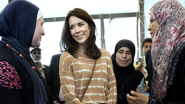 Tensa visita de Mary de Dinamarca a un campo de refugiados en Jordania