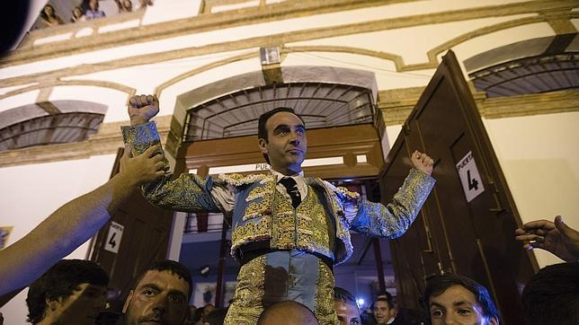 Enrique ponce ganador del capote de paseo a la mejor for Enrique cuarto de castilla