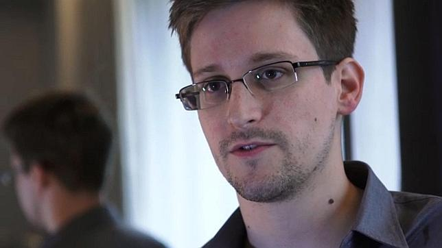 Snowden quedó bloqueado en Moscú porque Cuba rechazó su entrada en la isla, según un diario ruso