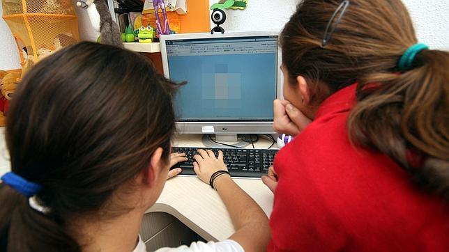 Escuelas de EE.UU vigilan los mensajes en redes sociales de sus alumnos