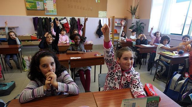 Una profesora de la Autónoma de Barcelona alerta sobre los riesgos de recortar el castellano a niños inmigrantes