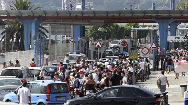 Continúan las colas de dos horas para entrar o salir de Gibraltar