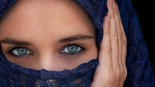 Una clínica barcelonesa ofrece cambiar el color de los ojos por unos 2.000 euros