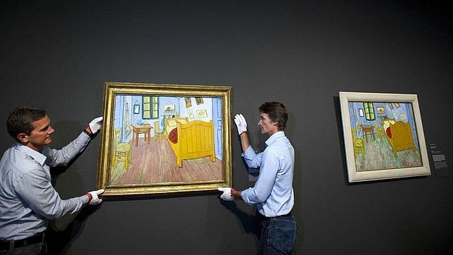 Ámsterdam reúne dos de las tres versiones de «El dormitorio» de Van Gogh