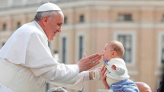 Una joven decide no abortar y el Papa le ofrece bautizar a su hijo