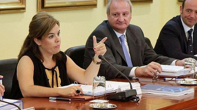 Soraya Sáenz de Santamaría vuelve de las vacaciones con un look muy favorecedor