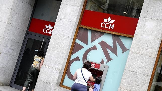 Condenan a ccm a devolver el dinero cobrado por las for Devolucion dinero clausula suelo