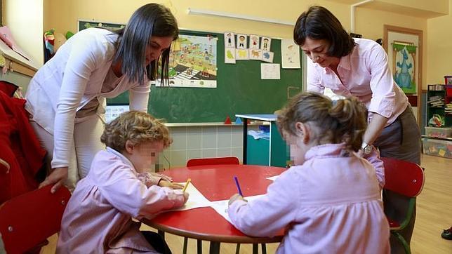 Una madre entrega hoy 47.000 firmas contra la supresión de integradores sociales para niños con autismo