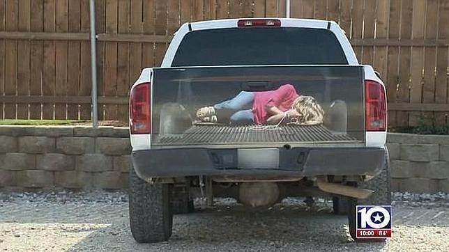 La pegatina en una furgoneta con una mujer secuestrada provoca pánico en Texas