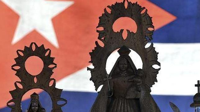 Cientos de opositores se concentran ante su patrona por una Cuba libre