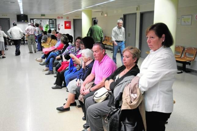 Los recortes en personal empiezan a agravar las listas de espera
