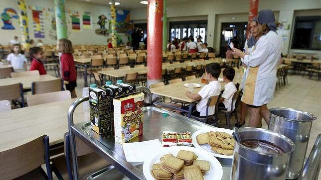 Unas familias m s obtendr n este curso ayudas al for Curso cocinero comedor escolar