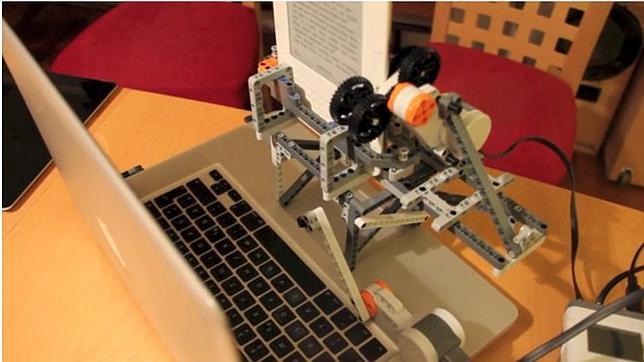 «Hackean» un Kindle con un robot de Lego