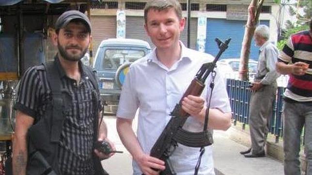 Un exrehén belga acusa a los rebeldes  de perpetrar el ataque con armas químicas