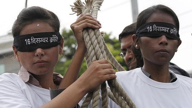 La fiscalía pide pena de muerte para los violadores y asesinos de la estudiante de Nueva Delhi