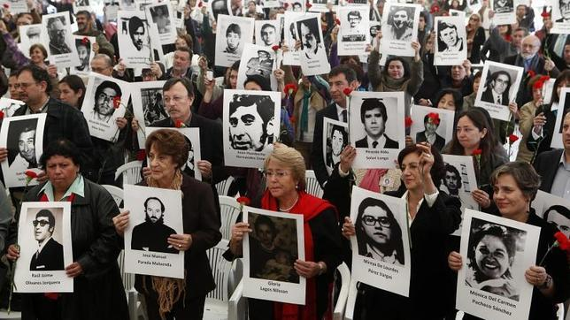 Barricadas, fogatas y disparos en el 40 aniversario del Golpe de Pinochet