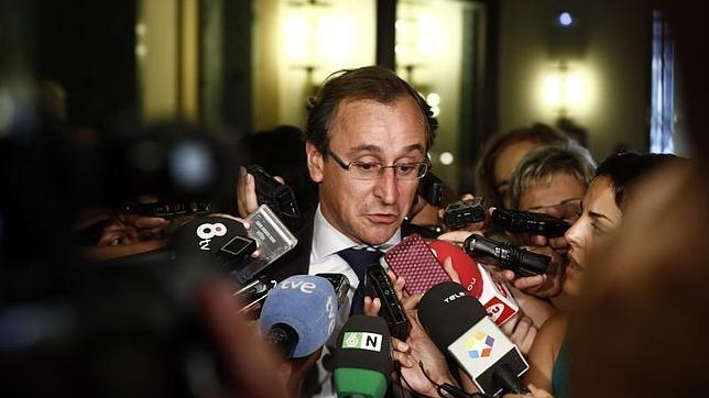 El PP niega que el Gobierno prevea congelar el sueldo a los funcionarios en 2014