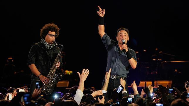 Bruce Springsteen canta a Víctor Jara y a las víctimas de Pinochet en Chile
