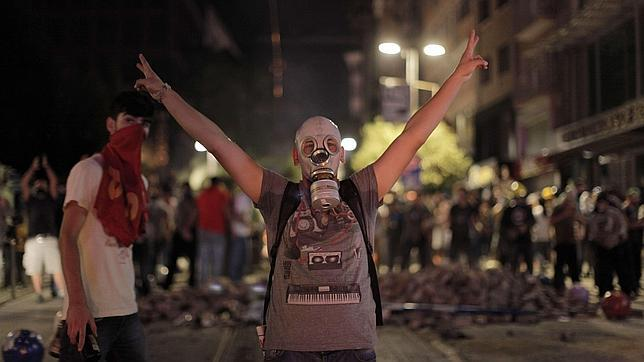 La Policía turca emplea gas lacrimógeno para disolver las protestas por la muerte de un manifestante